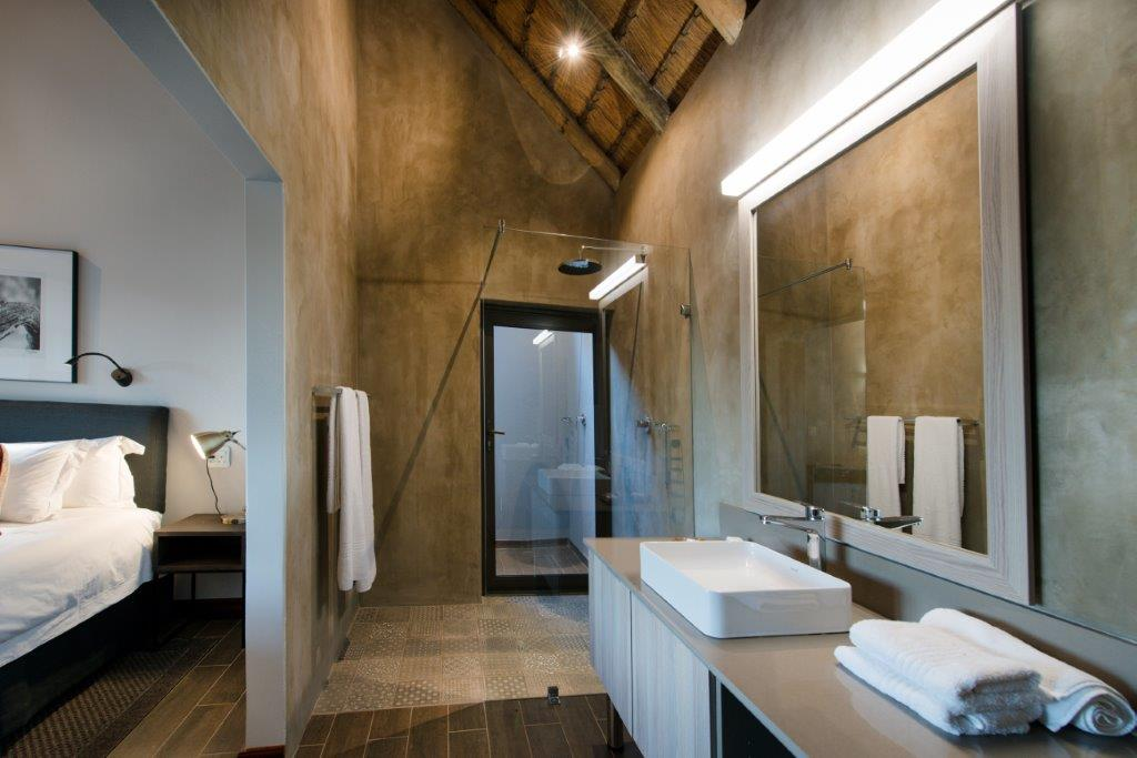 Bucklers Africa Lodge ensuite bathroom with large shower and high ceilings